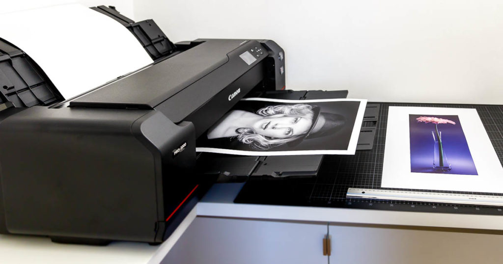 Fine-Art-Printer mit Ausdrucken