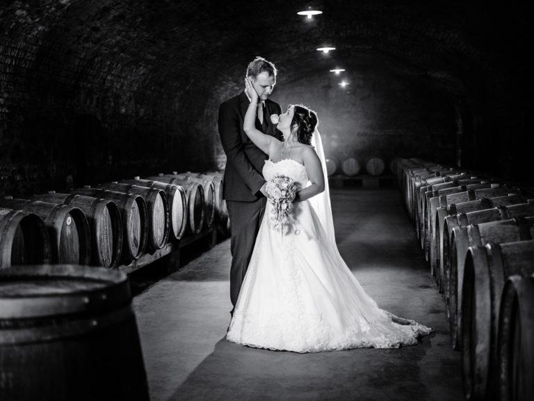 Brautpaarshooting, Weinkeller, Hochzeitsfotograf Weingut Schlossberg, Niederösterreich, Thomas MAGYAR | Fotodesign